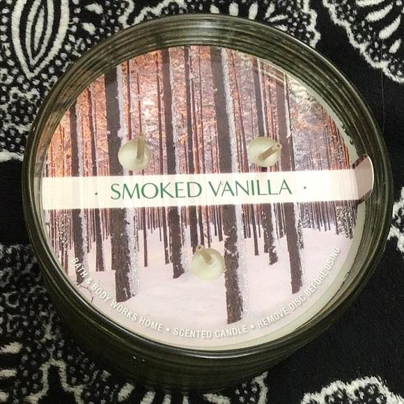 💨Bath and body works smoked vanilla in ribbed jar
